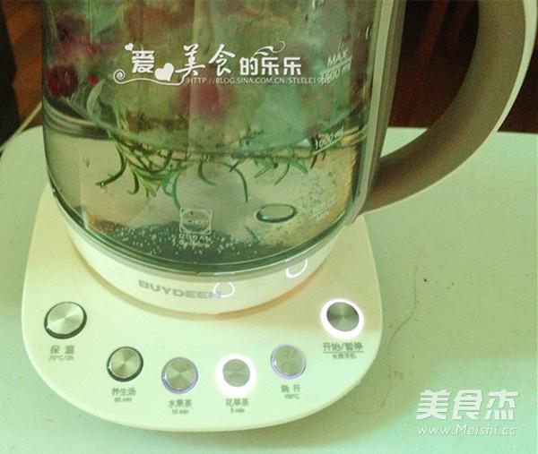 迷迭香玫瑰月季茶的家常做法