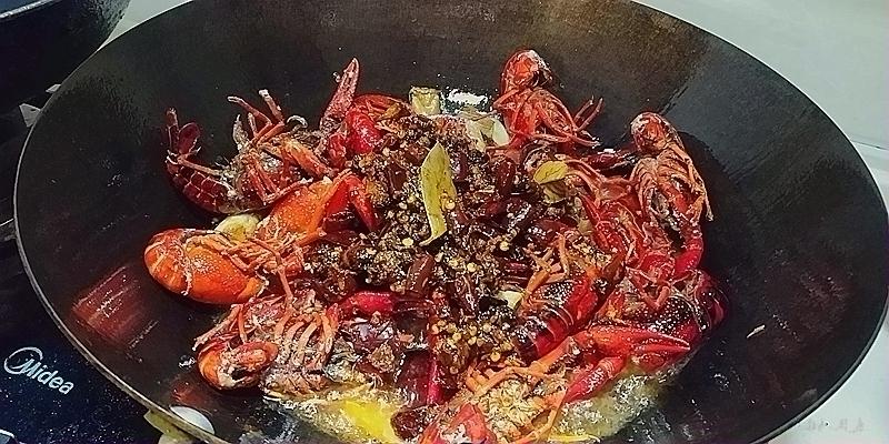 香辣小龙虾怎么吃