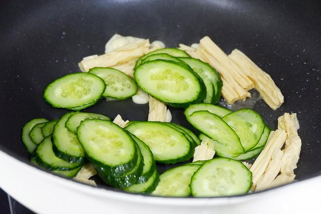 黄瓜炒腐竹怎么吃