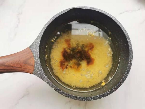 枸杞桃胶银耳小米粥的家常做法
