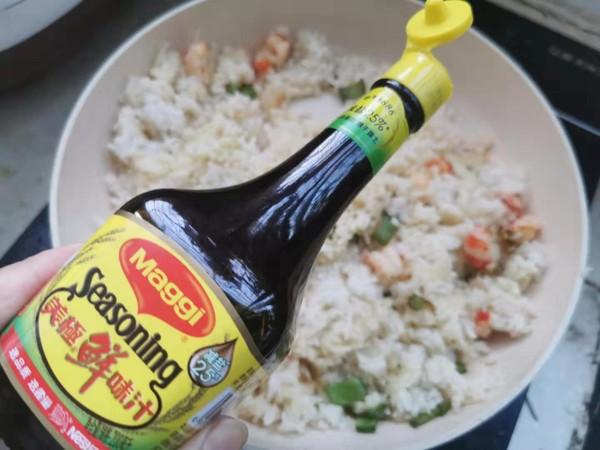 小龙虾芥末沙拉酱炒饭的步骤