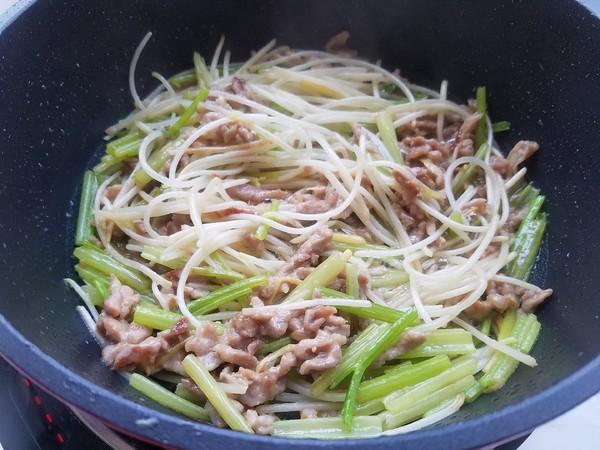 芹菜豆芽炒肉丝怎么煸