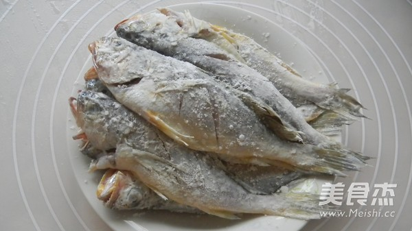 香酥小黄鱼的家常做法