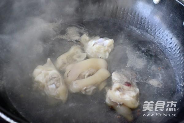 猪蹄花生汤的家常做法