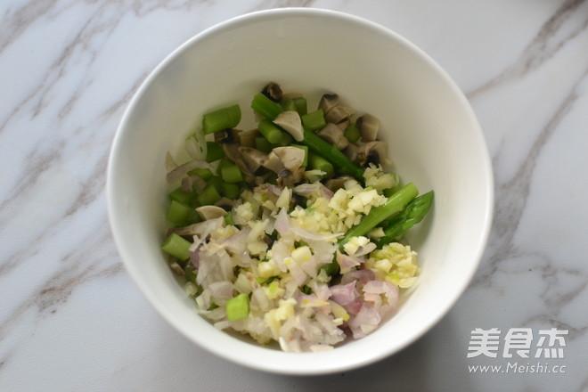 香草牛排佐芦笋蘑菇沙沙怎么吃