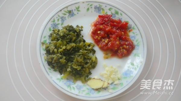 盐酸菜煮黄腊丁的做法图解