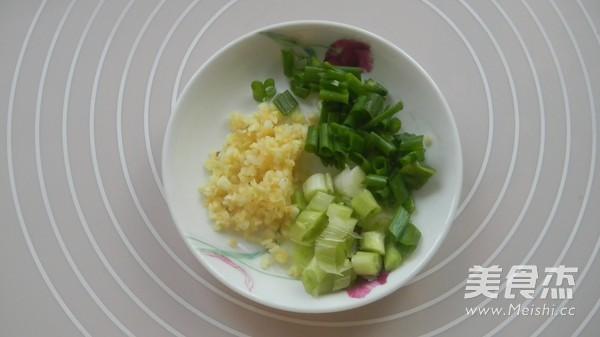 蒜香茭白炒肉丝的简单做法