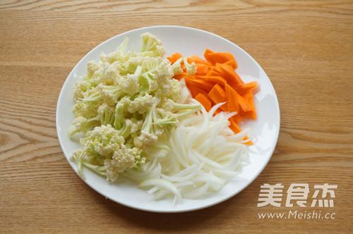 咖喱菜花炒胡萝卜的做法图解