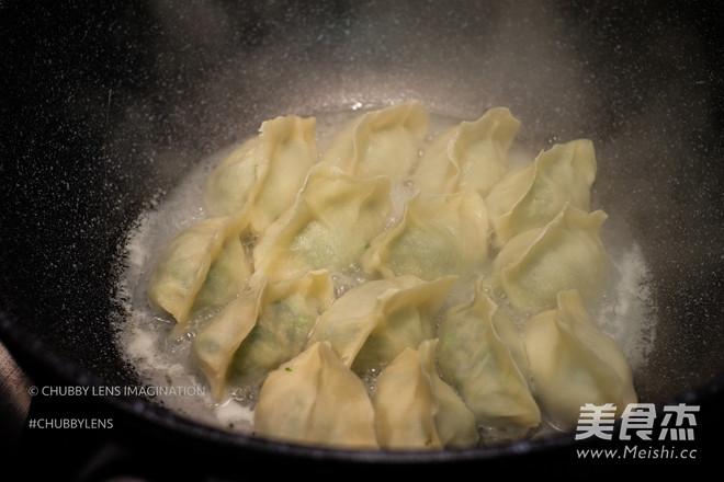 煎/煮韭菜鲜肉手工饺的制作方法