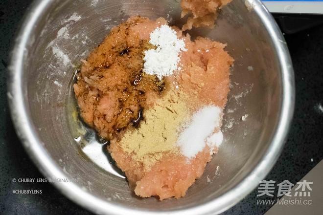 鸡胸脯肉玉米汉堡 + 韩式辣鸡面怎么做