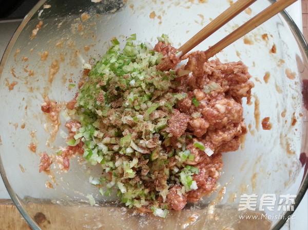 酸菜猪肉饺子的简单做法