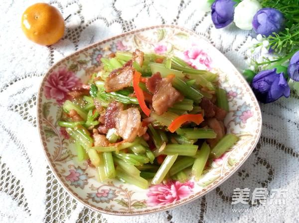 五花肉炒芹菜怎么炒