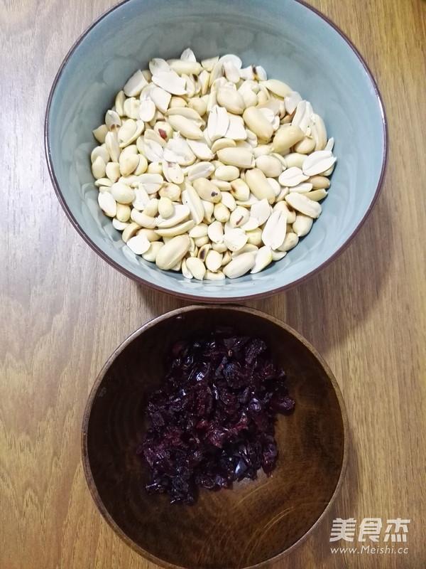花生蔓越莓牛轧糖的家常做法