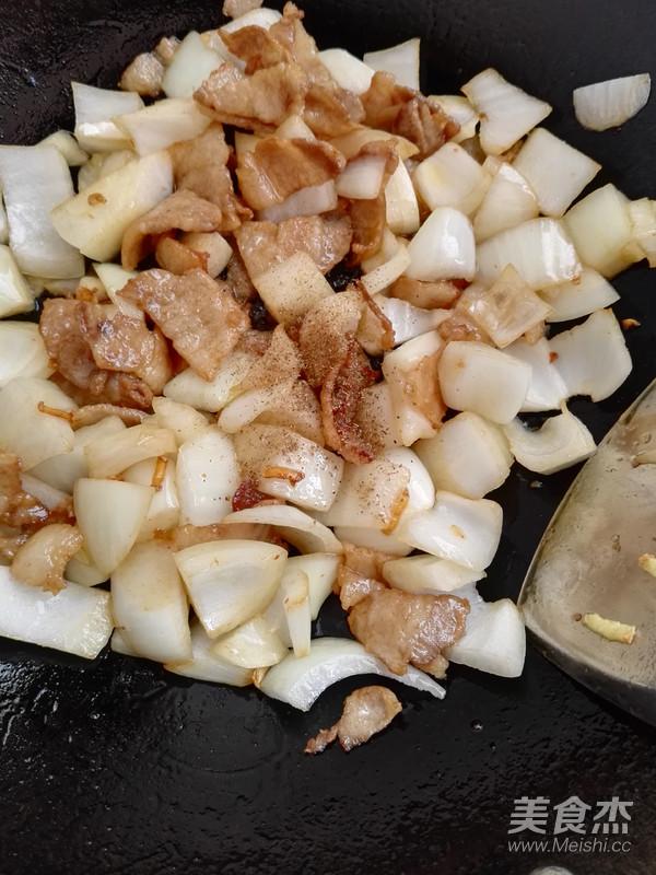 洋葱炒五花肉怎么炒