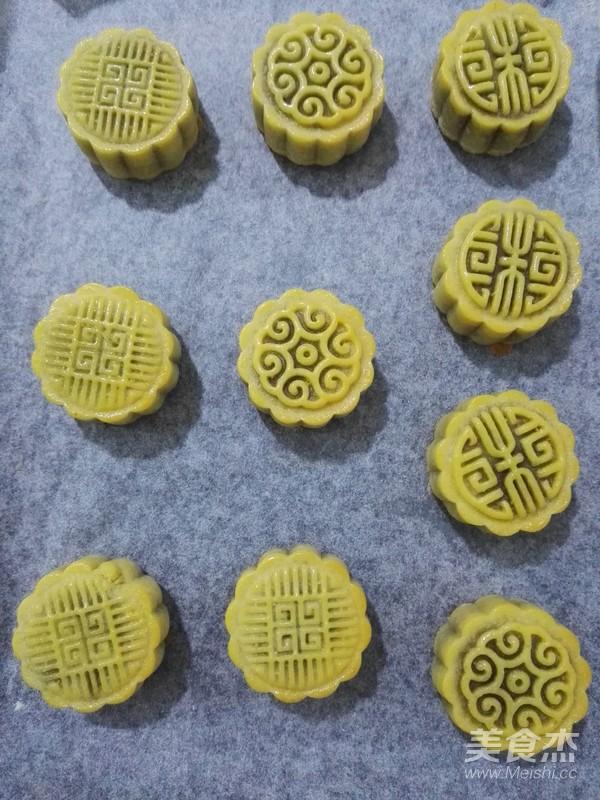 红豆沙广式月饼的制作