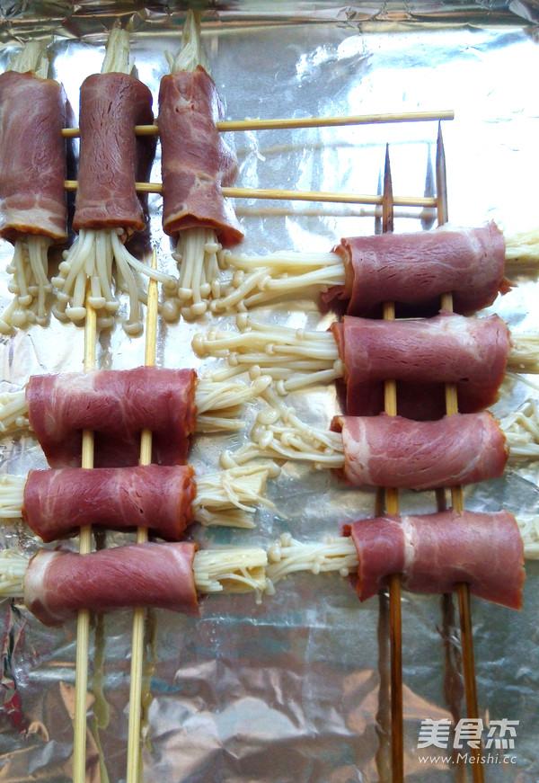 烤培根金针菇卷的简单做法