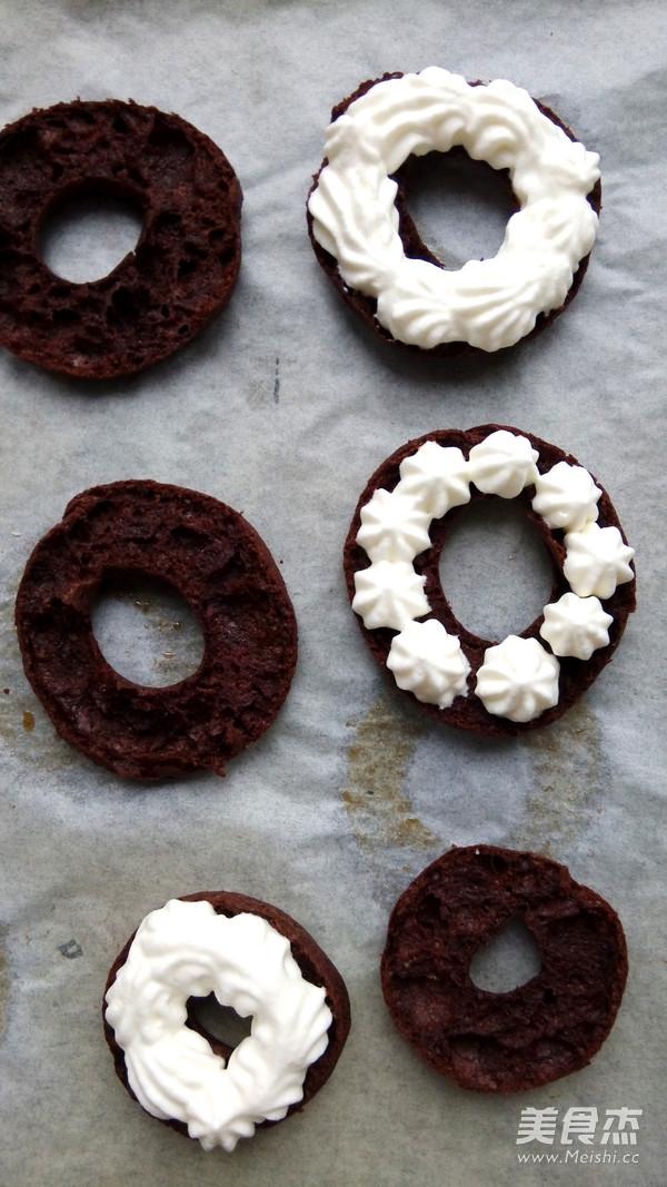 巧克力甜甜圈泡芙怎么吃