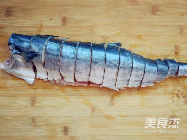 空炸熏鱼的做法图解