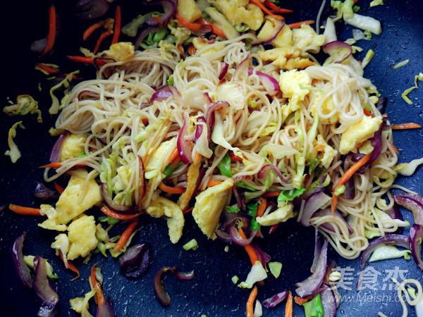 蔬菜酱油炒面(挂面版)的家常做法