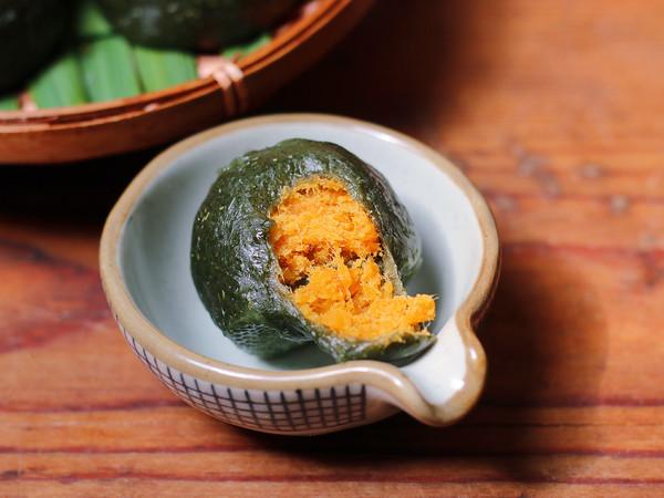 咸蛋黄肉松青团成品图
