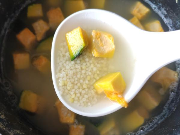 猪肉锅贴、土豆丝鸡蛋饼、南瓜小米粥的家常做法