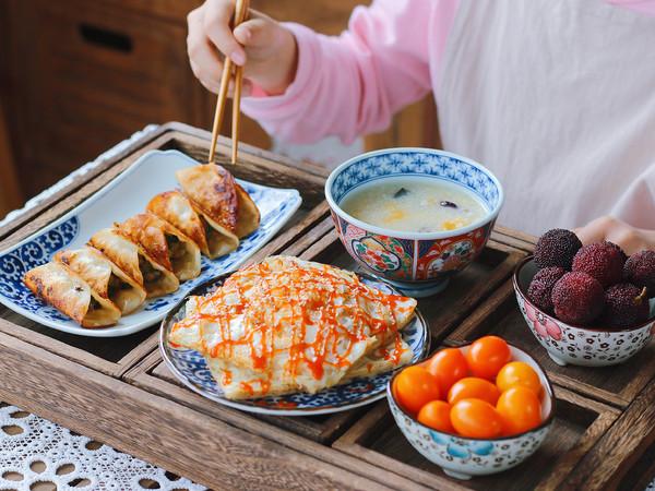 猪肉锅贴、土豆丝鸡蛋饼、南瓜小米粥怎样煮