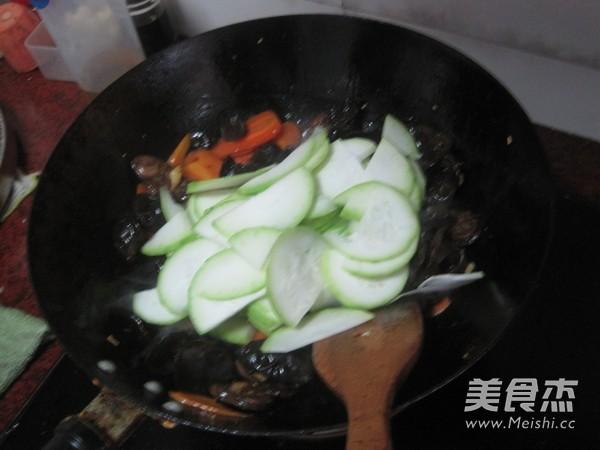 黑香肠炒蒲瓜怎么煮