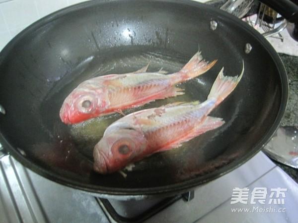 黄豆酱焖大眼鱼的家常做法