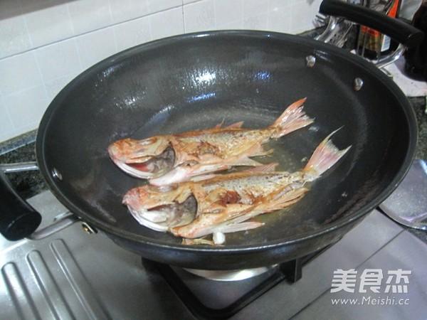 黄豆酱焖大眼鱼的简单做法