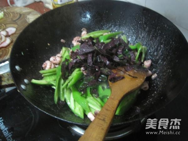 紫苏炒鱿鱼怎么煮