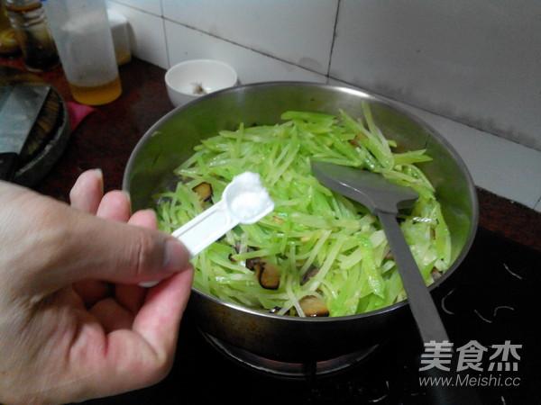 烟熏腊肉炒莴笋丝怎么炒