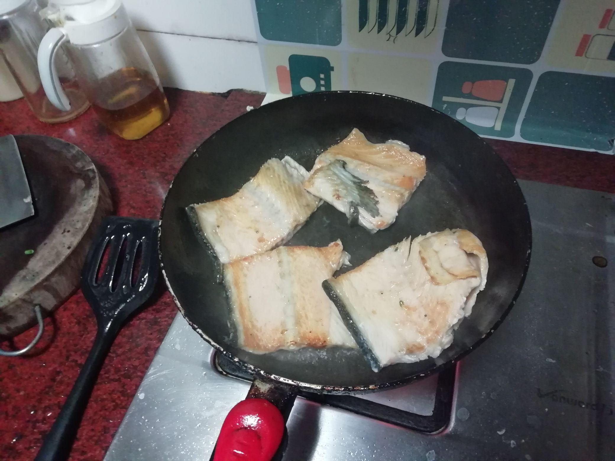 香煎三文鱼骨的做法图解