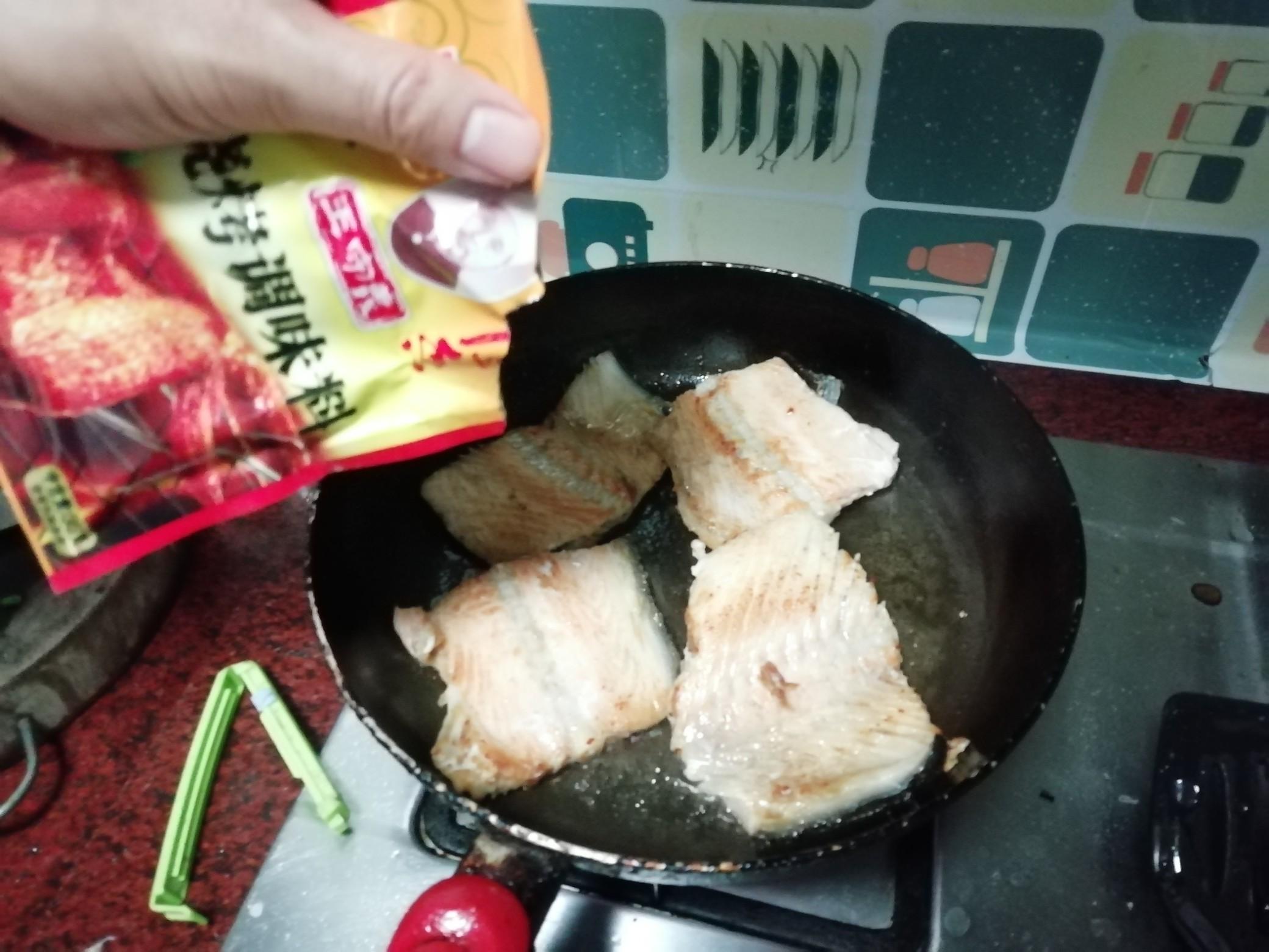 香煎三文鱼骨的家常做法