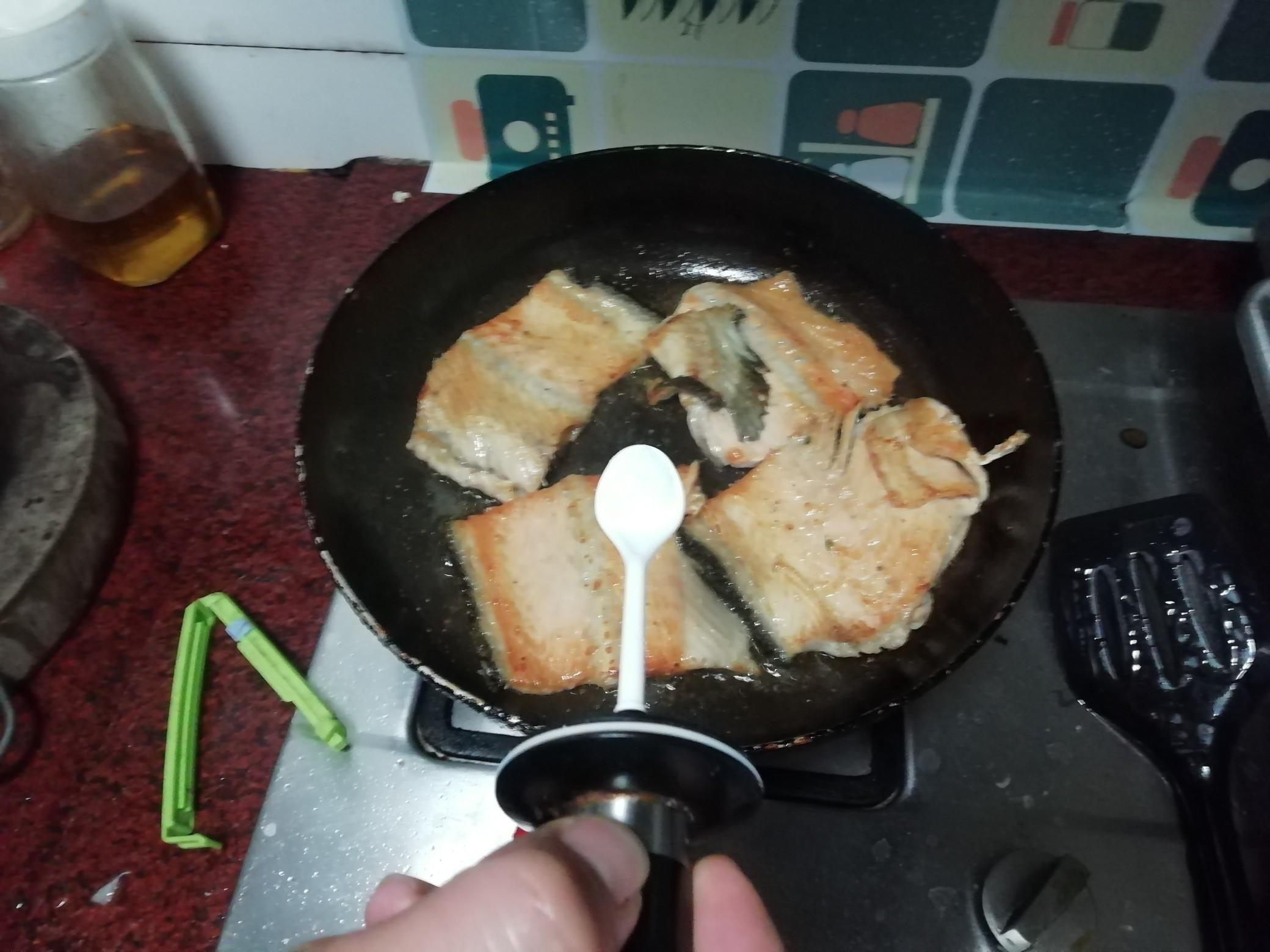 香煎三文鱼骨的简单做法