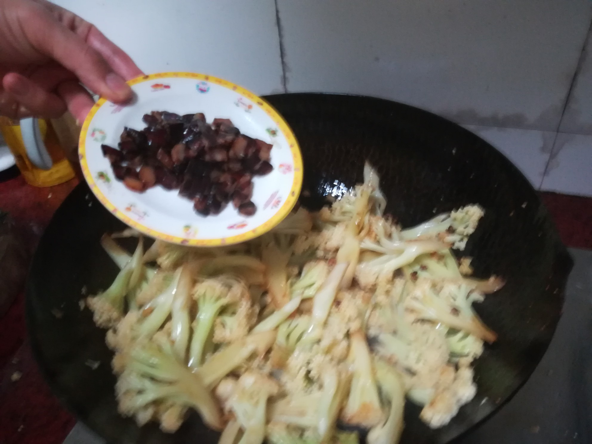 干煸腊肉菜花怎么炒