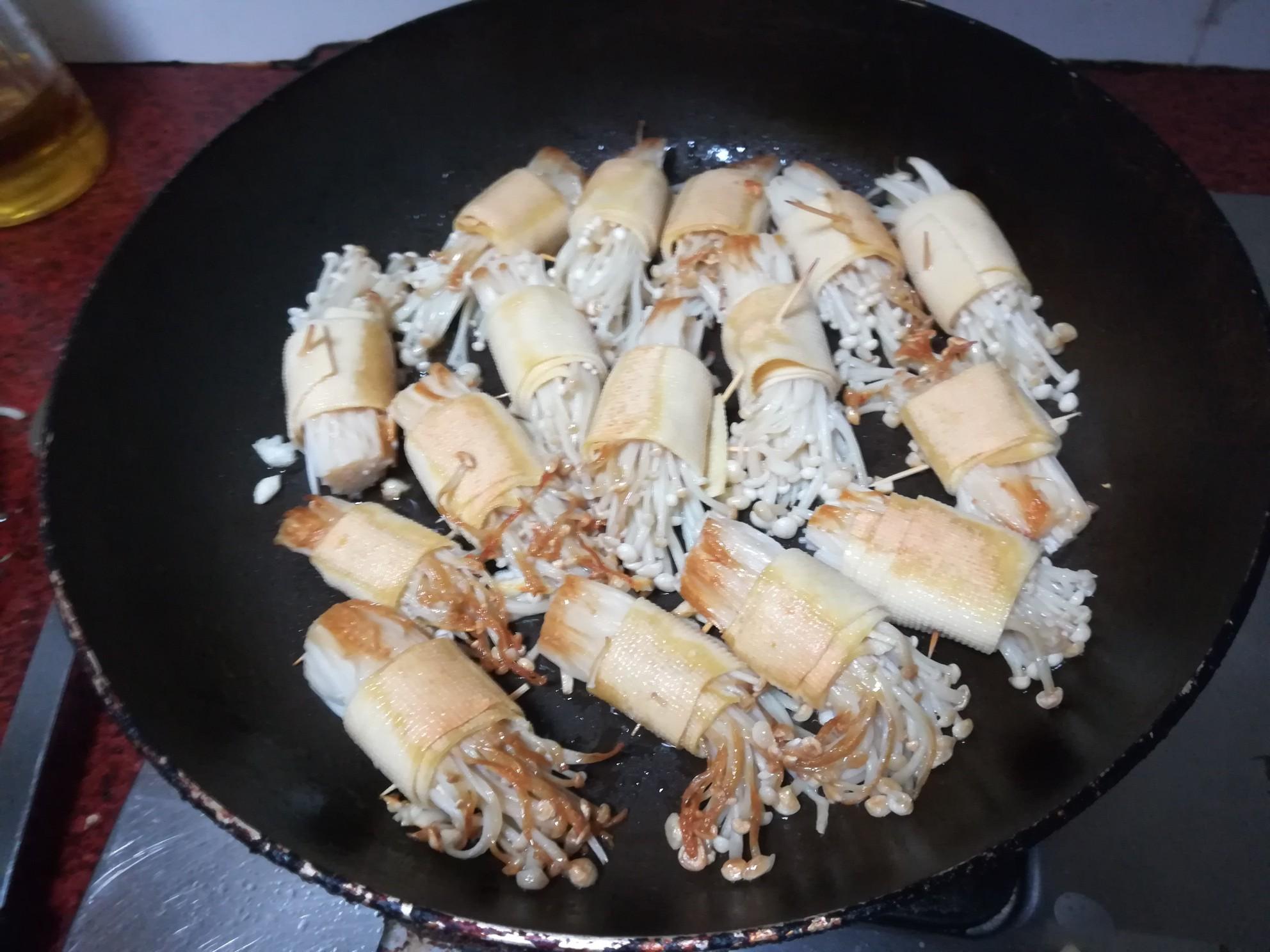 豆腐皮金针菇卷的简单做法