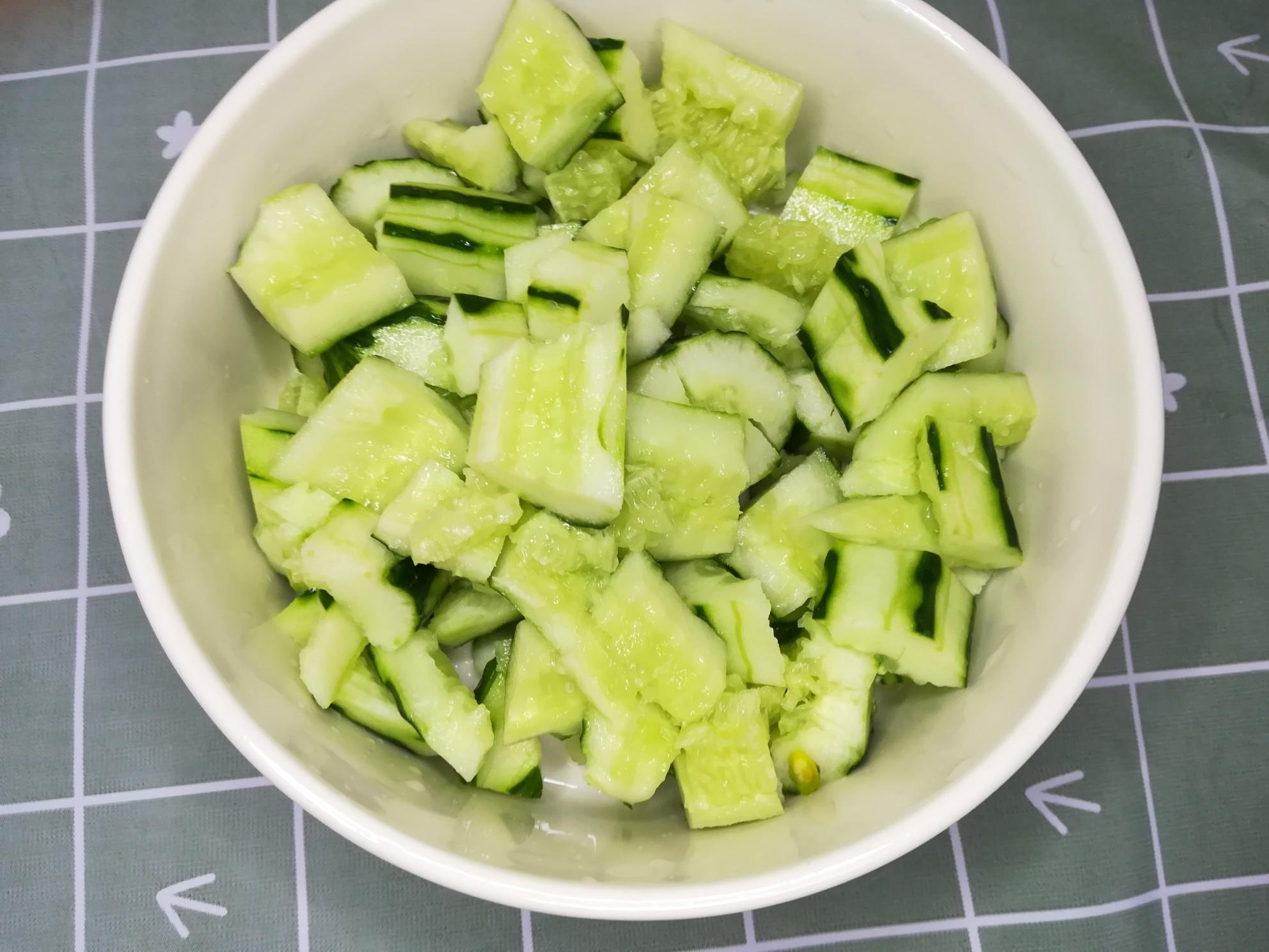 百香果青柠拌黄瓜的家常做法