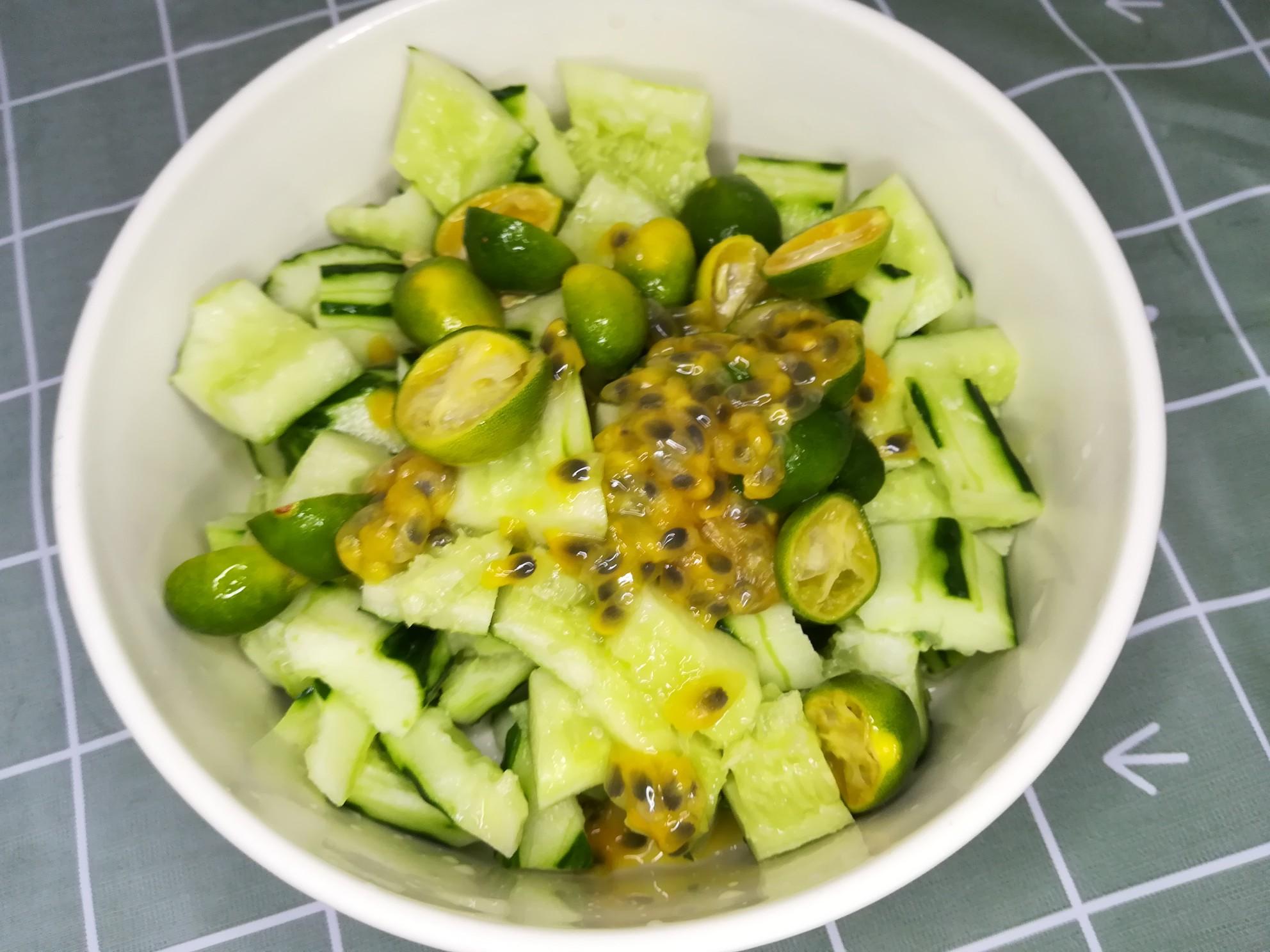 百香果青柠拌黄瓜的简单做法