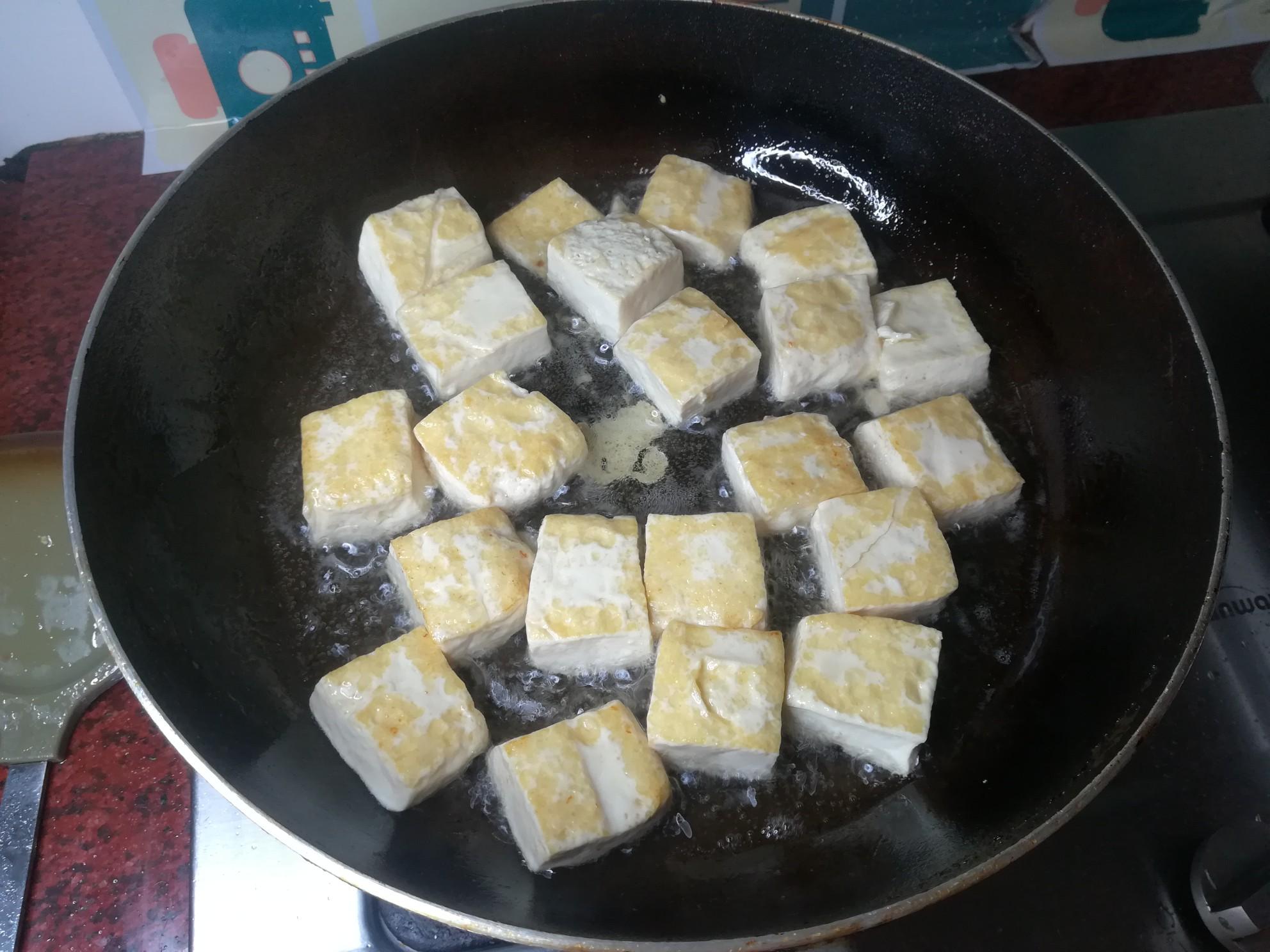五花肉煎豆腐怎么做