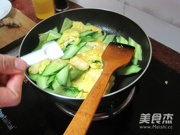 豆腐煎蛋炒黄瓜怎么煸