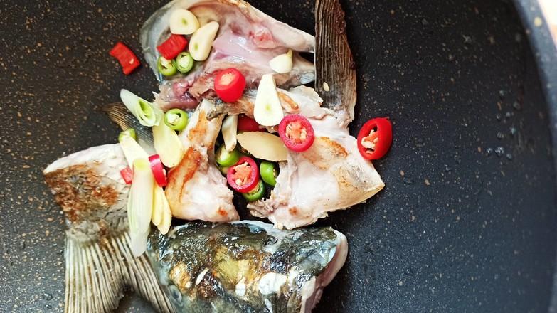 鱼头豆腐嫩玉米的简单做法
