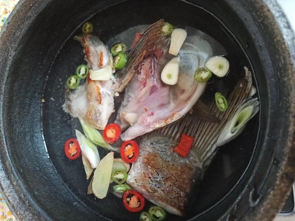 鱼头豆腐嫩玉米怎么吃