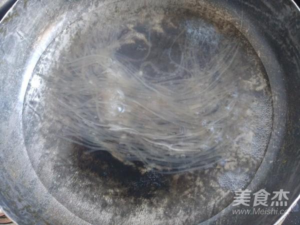 黄豆芽炒粉条的家常做法