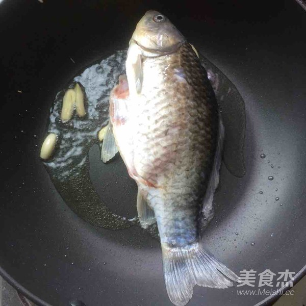 金针菇红烧鲫鱼的做法图解