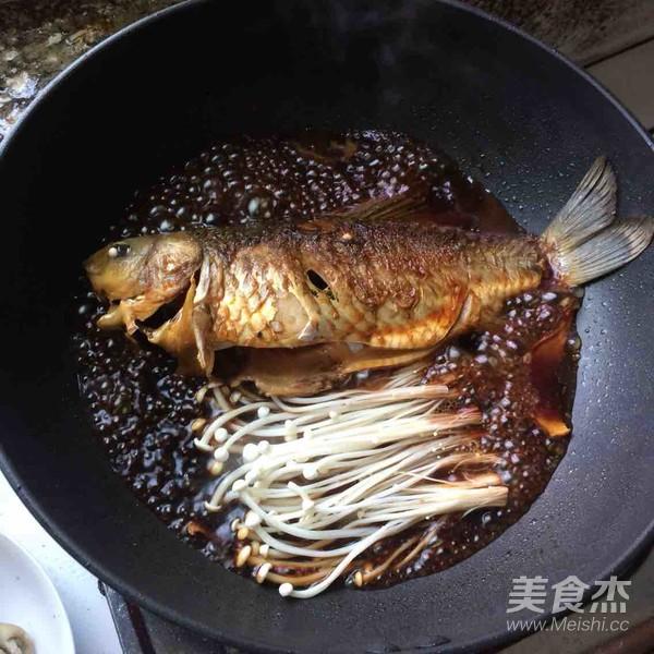 金针菇红烧鲫鱼的简单做法
