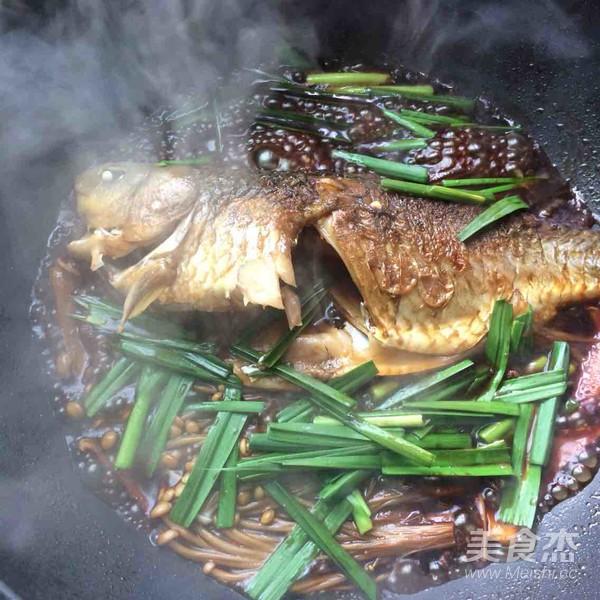 金针菇红烧鲫鱼怎么吃