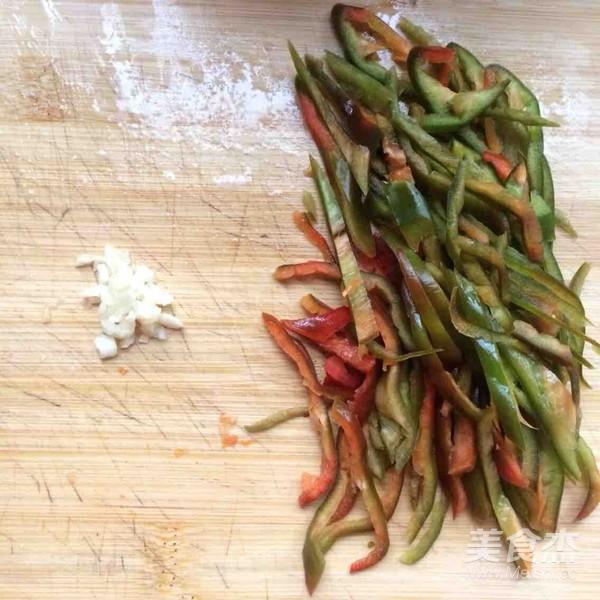 青椒土豆炒肉丝的家常做法