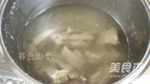 羊排煲汤怎么吃