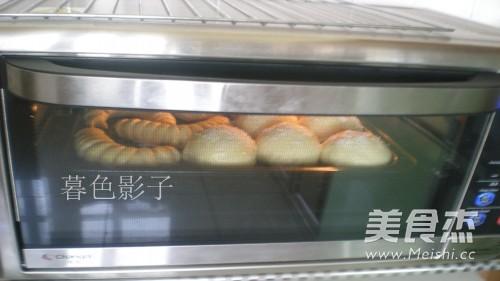 樱桃酱毛毛虫面包怎样煮
