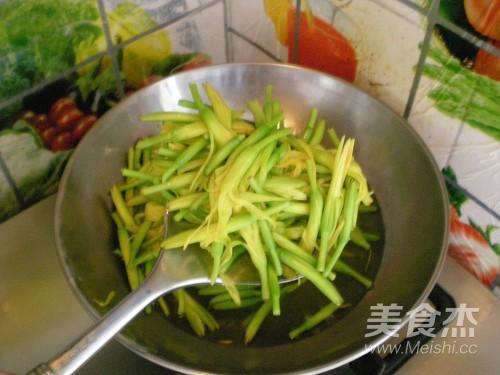 清炒黄花菜的家常做法
